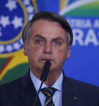 Bolsonaro-choro-Brasil-Casa-Banheiro